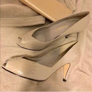 Leather grey peep toe heels 8.5 vintage 💛